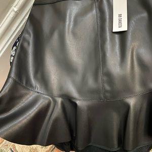 Black leather mini skirt! Size 6 NWT